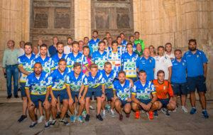 El orgullo blanquiazul se pasea por la capital de La Ribera